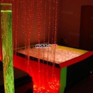 Suchy basen z podświetlanymi piłeczkami średni